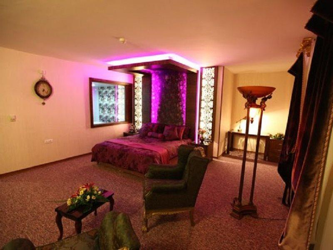Avin Hotel, Tiran and Karvan