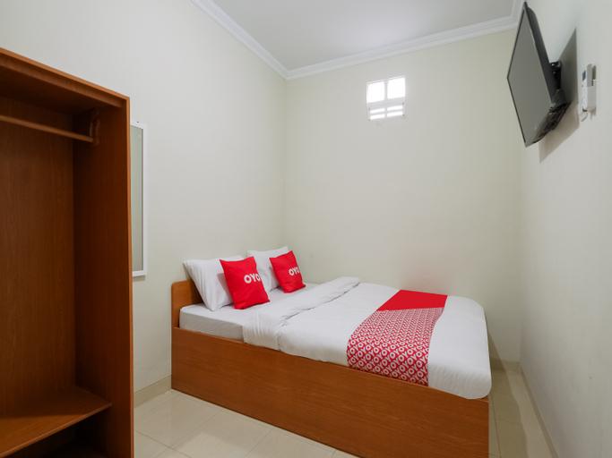 OYO 90045 Annafi Apartel, Sleman