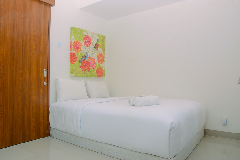 Cozy and Simple Living 1BR Grand Kamala Lagoon Apartment By Travelio, Bekasi
