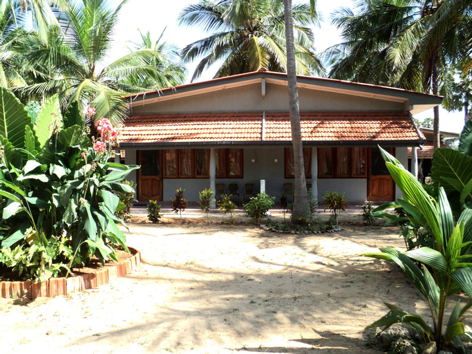 Tilko Charty Beach Resort, Island South (Velanai)