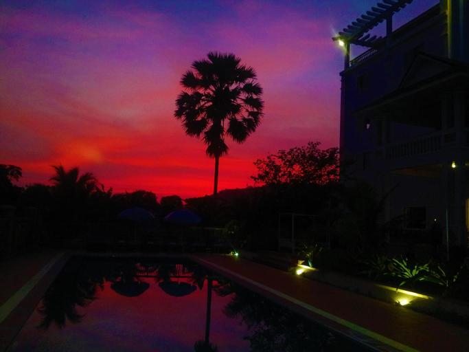 Au Paradis Bleu Hotel, Kaeb