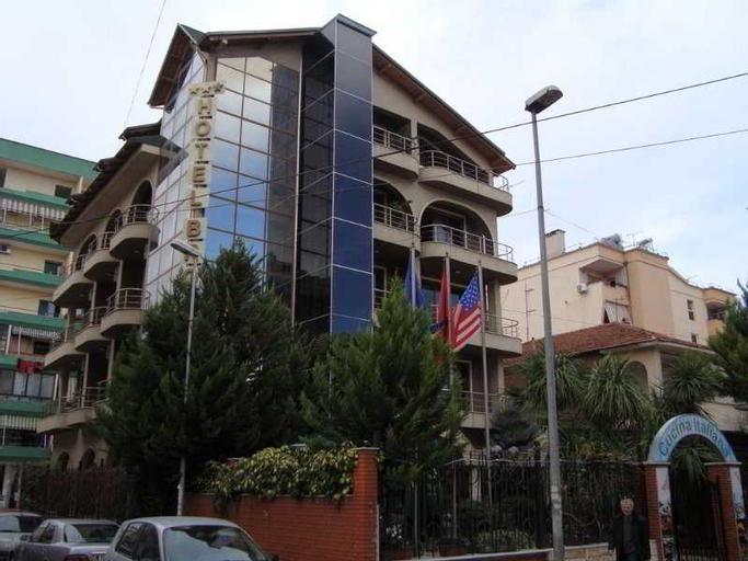 Broadway Hotel, Tiranës