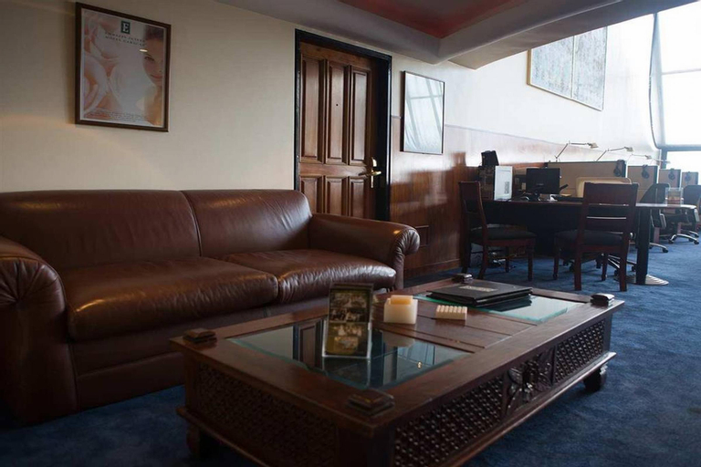 Ambassador Suites, Libertador