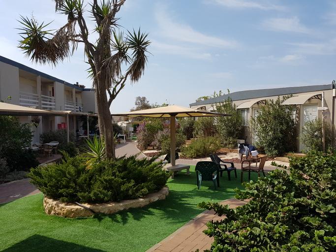 Q-Hotel Poleg Beach,