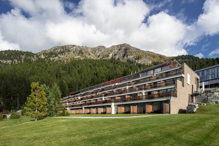 Nira Alpina, Maloja