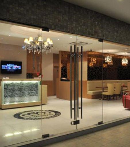 OYO 563 The Crown Borneo Hotel, Kota Kinabalu
