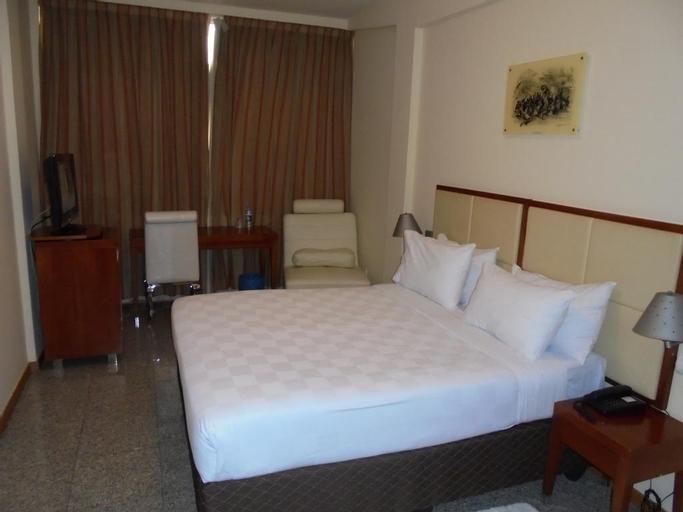 Loanda Hotel, Ingombota