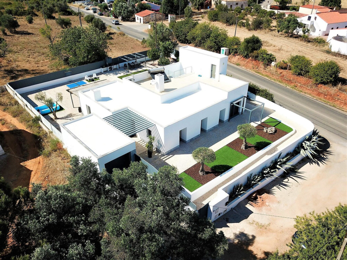 House With 3 Bedrooms in Silves, With Wonderful Mountain View, Enclosed Garden and Wifi - 14 km From the Beach, Silves