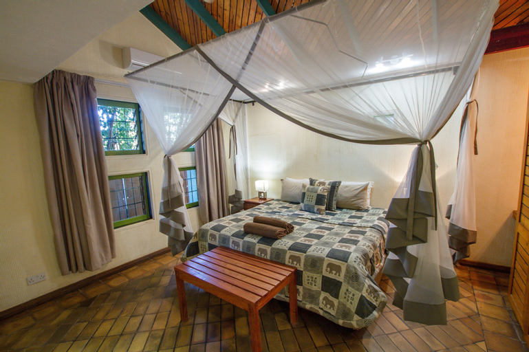 Flatdog Lodge, Hwange