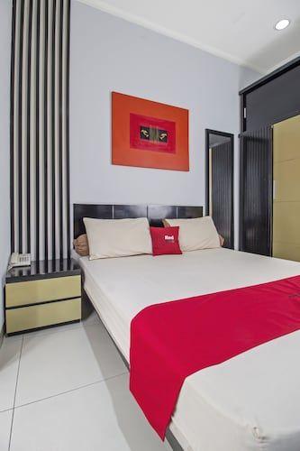 RedDoorz Plus @ Tebet Barat, Jakarta Selatan