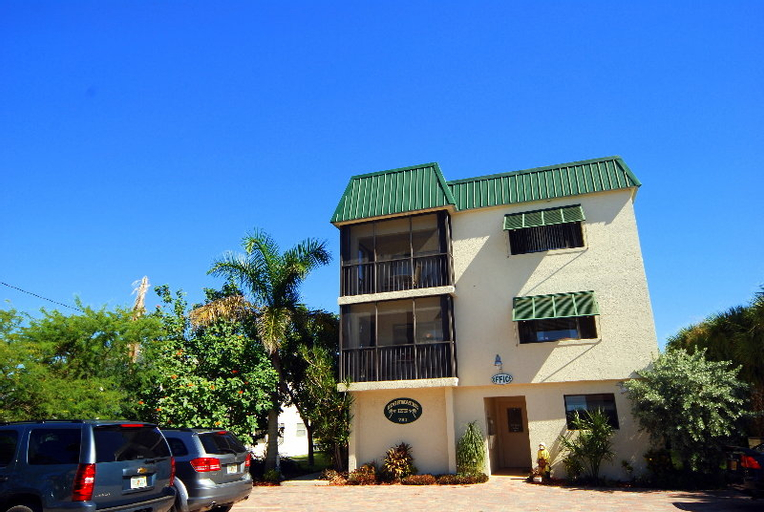 Universal Vacations Edgewater Inn, Lee