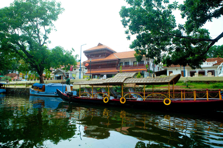 Sisir Palace Backwater Resort, Alappuzha