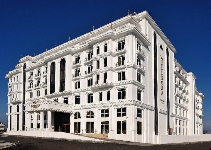 Wellborn Luxury Hotel, Merkez
