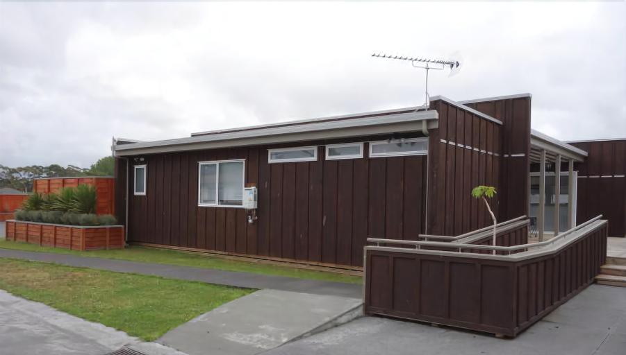 Parakai Springs Lodge, Rodney