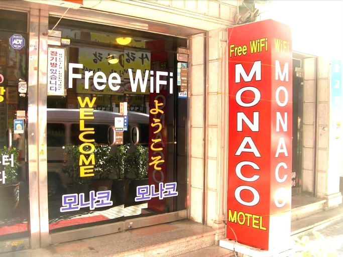 Monaco Motel, Dong