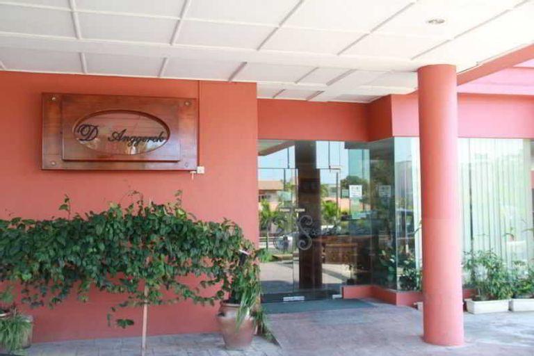D'anggerek Hotel, Berakas A