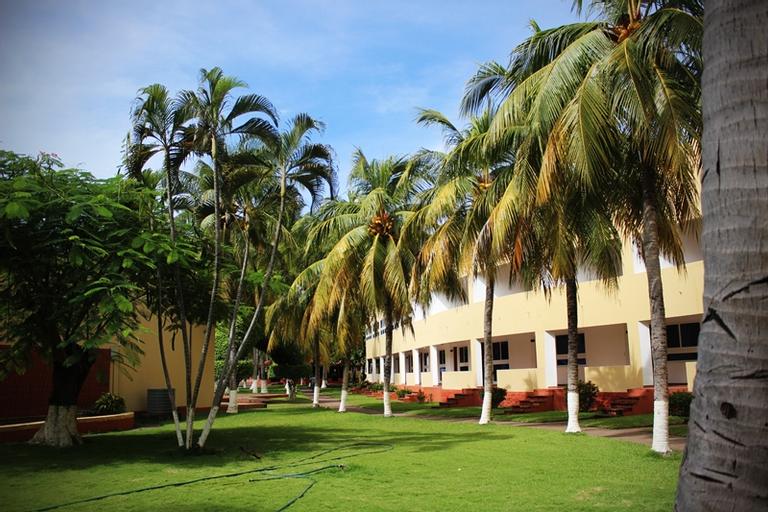 Pacific Paradise, San Luis La Herradura