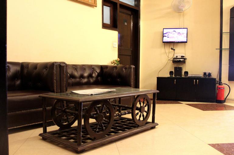 OYO 305 Hotel Rajdeep Palace, West