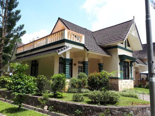 Fame Villa Castle Hook J Kota Bunga, Cianjur