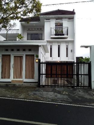 Heart of Batu,  White House  Family Villa, Malang