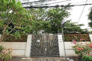Apatel Home 899 Patal Senayan, Jakarta Selatan