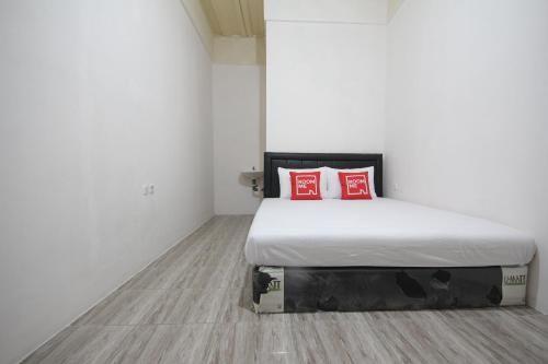 RoomMe Mabes Kost Coklat, West Jakarta