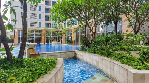 2 BR Elegant, Spacious Casa Grande Residence Apartment By Travelio, West Jakarta
