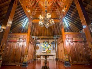 Joglo Yudhistira Artistic javanese villa with 4 BR, Sleman