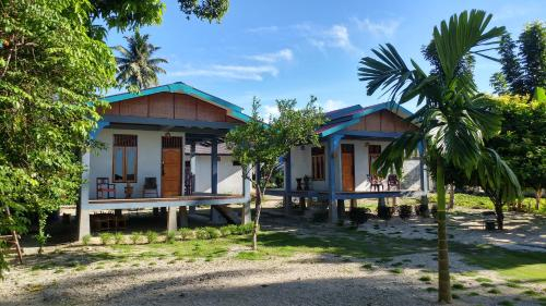 New Raya - Nias Beach Bungalows, Nias Selatan