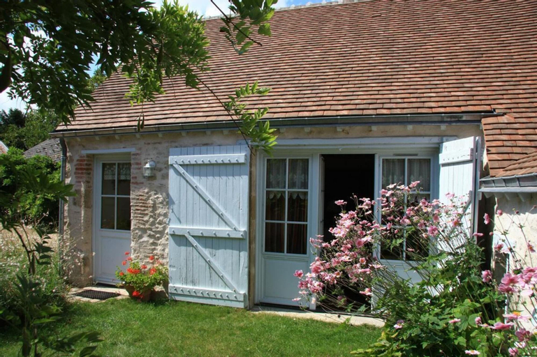House With 2 Bedrooms in Mardié, With Furnished Garden and Wifi, Loiret
