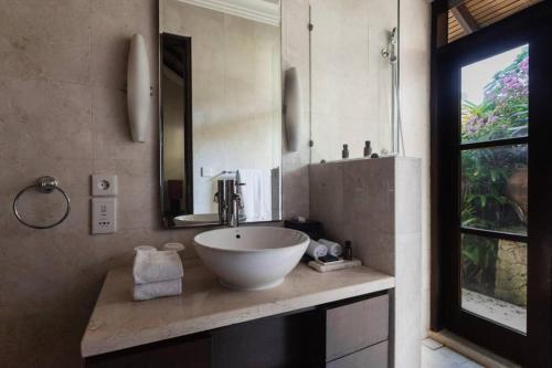 KARMA KARUNA VILLA 4 bedrooms within Top 5 star BALI RESORT, Badung