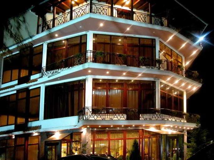 Konti Hotel, Korçës