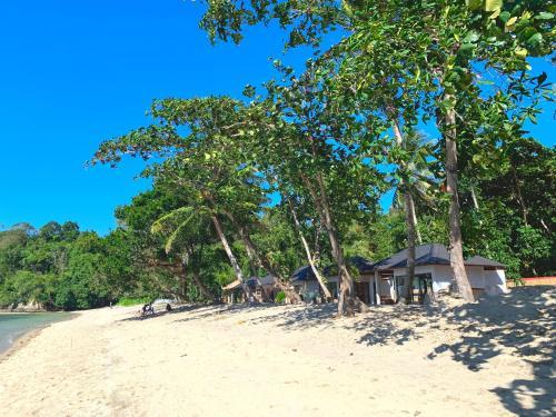 White Sands Beach Resort Lembeh, Bitung