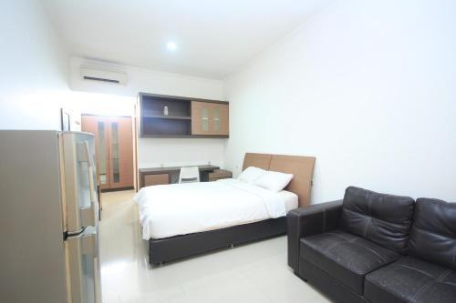 RoomMe Kuningan Tiong, South Jakarta