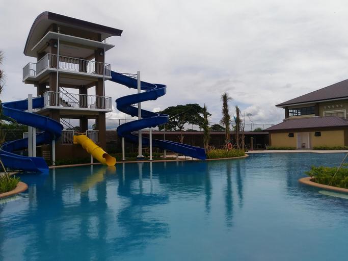 Aquamira Resort, Naic