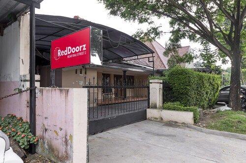 RedDoorz near Riau Street 2., Bandung