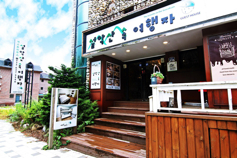 Traveler in Seoraksan, Sokcho