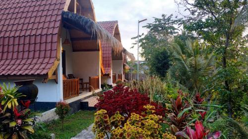 Bale Kembang Kuning Sikur, Lombok Timur