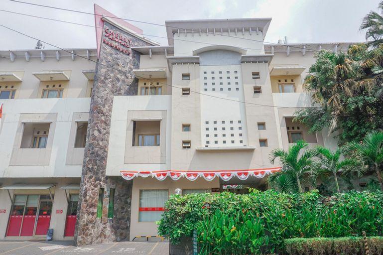 Residences by RedDoorz near Maranatha University, Bandung