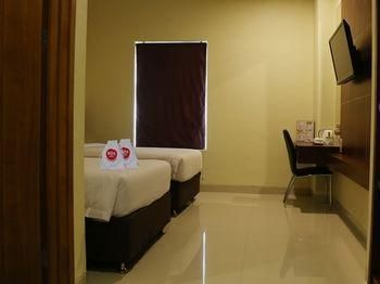 Nida Rooms Racing Center Makassar, Makassar