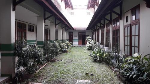 Lestari Cirendeu, Tangerang Selatan