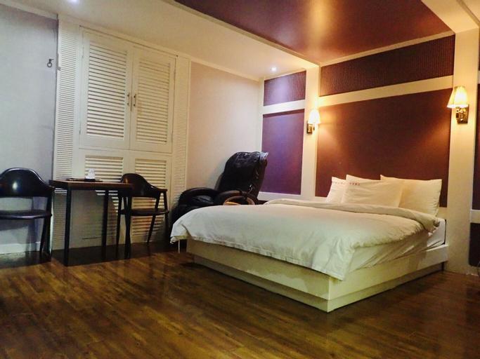 Provence Hotel, Nam