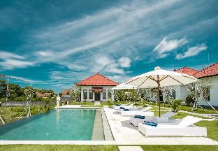 Teges Asri -Bright & Sunny Green Lawn with pool #2, Badung