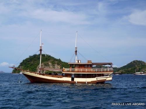 Fadello Boat, Manggarai Barat