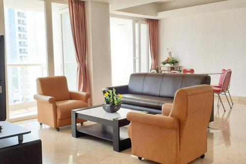 Royale Springhill Residences Spacious 200ms Condo for 8, North Jakarta