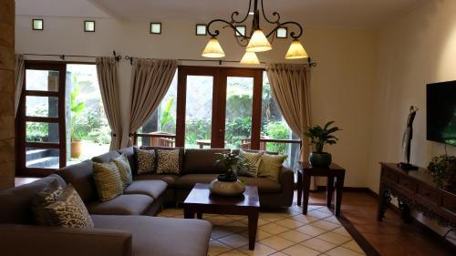 Pasteur Beautiful Luxury Home, Cimahi