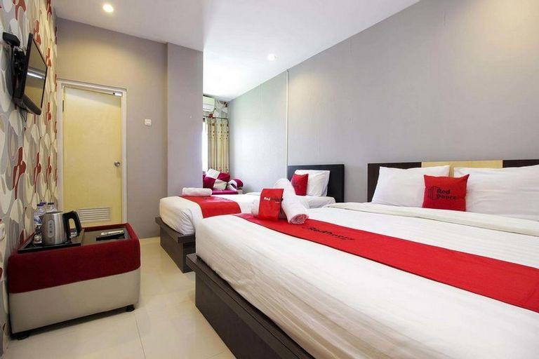 RedDoorz Plus @ Paal 2 Manado (RedDoorz - Elfah Hotel), Manado