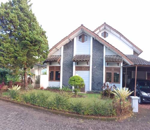 Villa Bougenville 2, Jalan Raya Kota Bunga, Cianjur