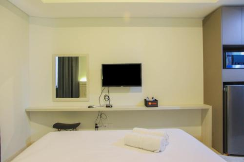 Cozy Stay Studio Room at Gold Coast Apartment By Travelio, North Jakarta