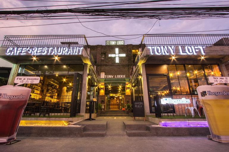 Tony Lodge, Takua Pa
